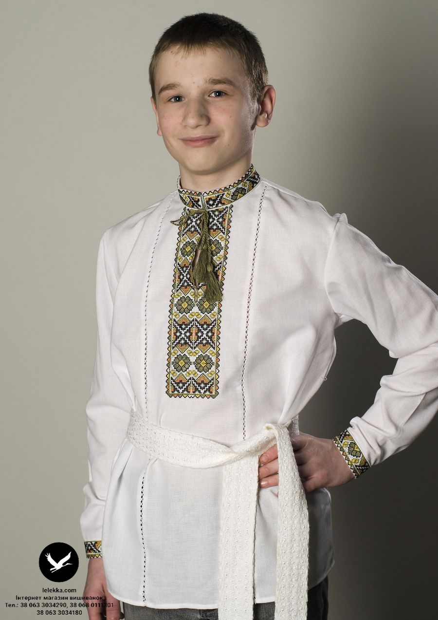 Вишита хрестиком сорочка для хлопчика Віночок з переду. 23eb8193ca87f